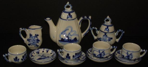 Delfts 13pc Mini Tea Set 4.5 inches tall